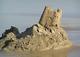 sandcastle_collapsing_400px